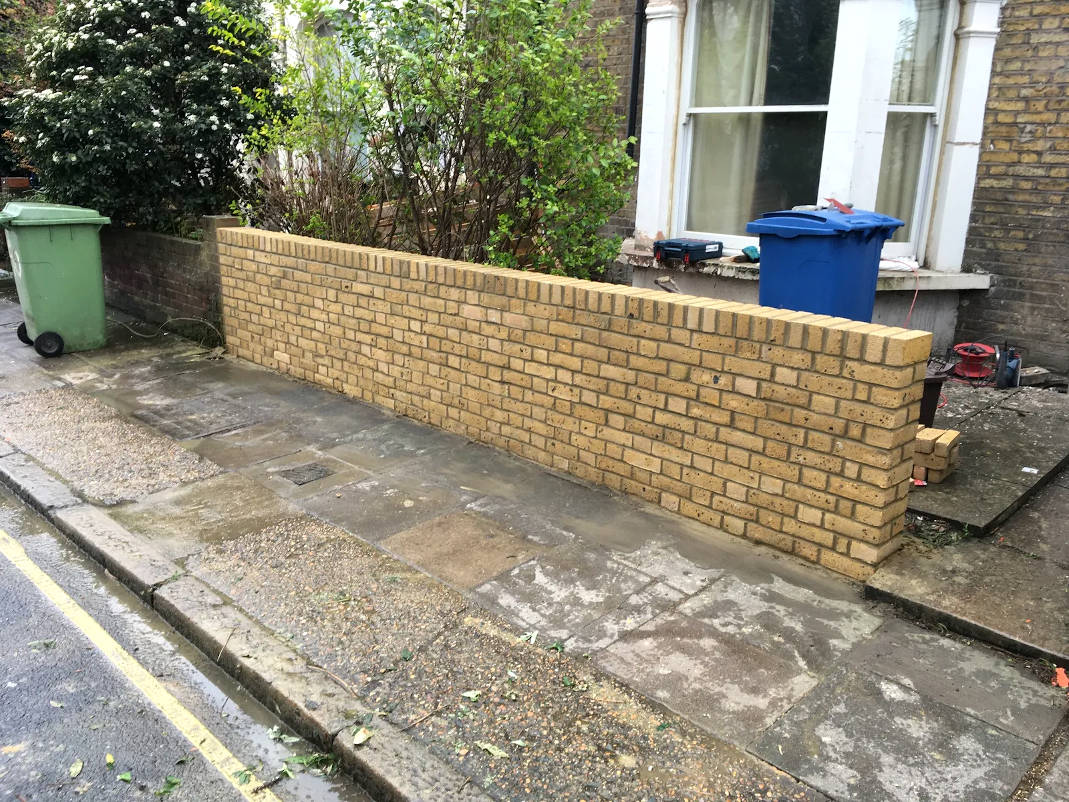 picture of yellow brick garden wall build by ka brickwork bricklayers