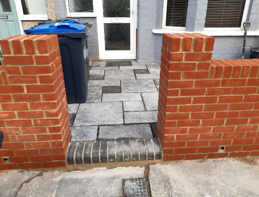 picture of red brick garden wall build by ka brickwork bricklayers