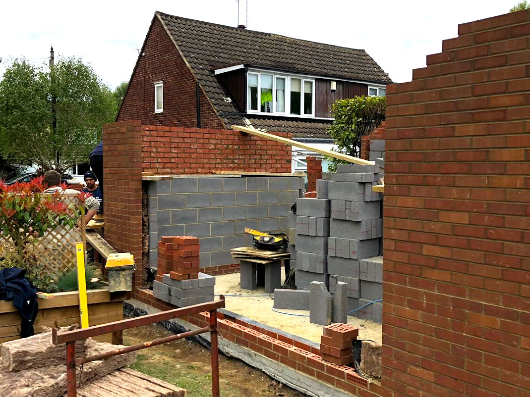 picture of summer house bricklaying service in progress