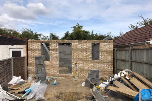 picture of outhouse during bricklaying in progress by ka brickwork contractor