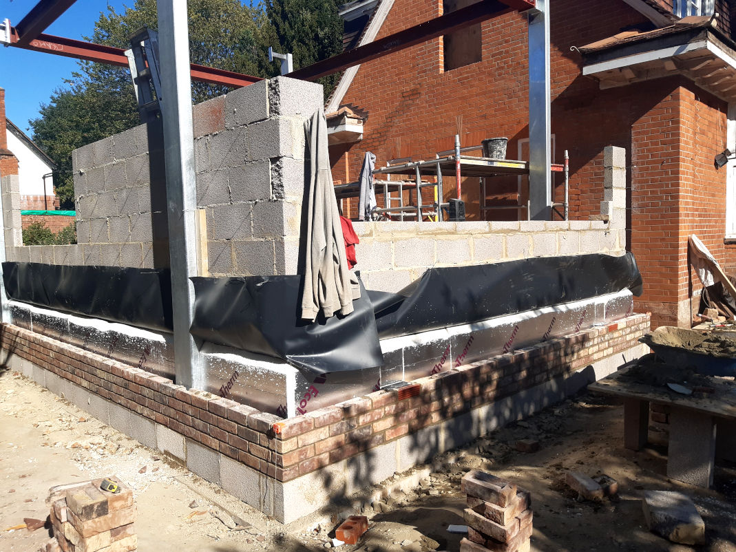 picture of new build house by bricklaying contractor